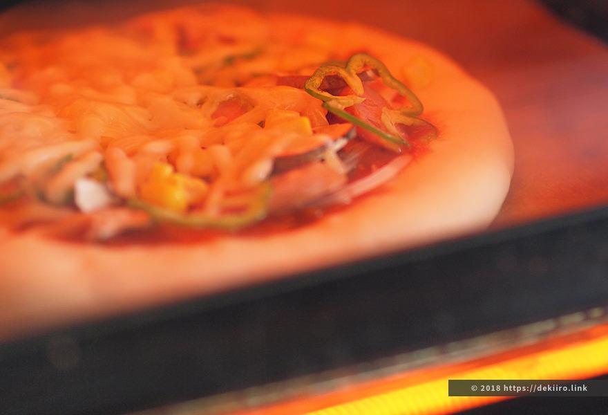 pizzaをオーブンに入れた様子