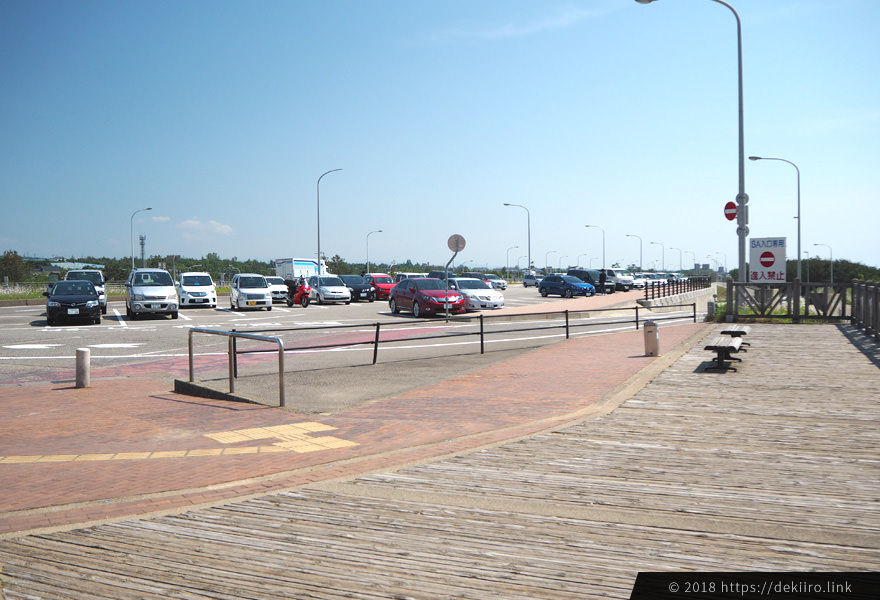 高松SAの広々とした駐車場