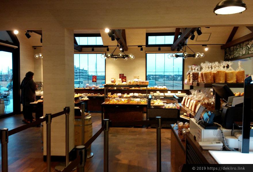 金沢市高柳に新OPENしたパン屋さん「VIVIR ヴィヴィア」の店内