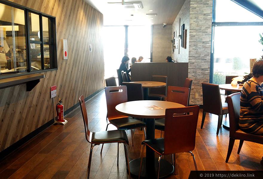 VIVIR金沢店(高柳)のイートインスペース