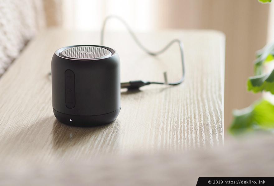 mini本体とmicro USBケーブルを接続してFMラジオが聴ける