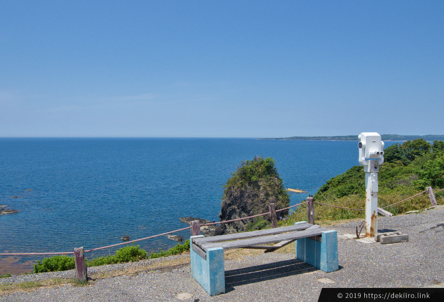ドライブイン前に広がる美しい日本海(望遠鏡あり)
