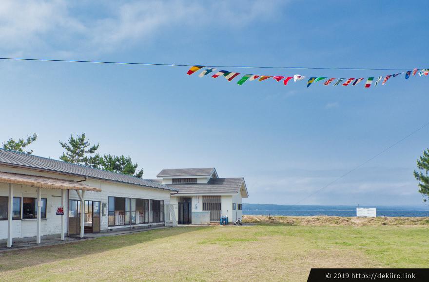 八ヶ崎海水浴場「海の家」と「まぁそいカフェ」