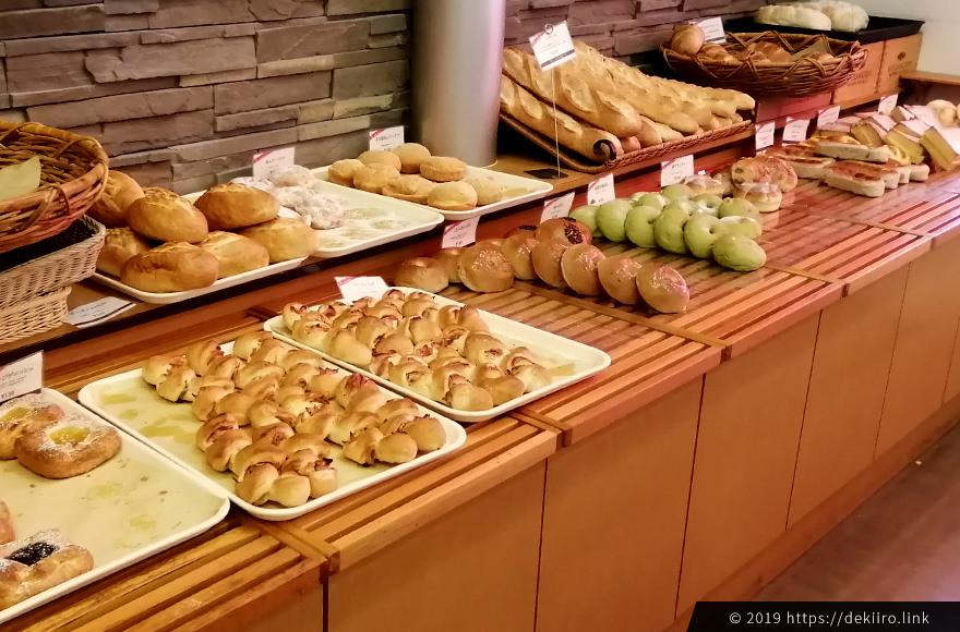 スイーツ系・ハード系のパンコーナー