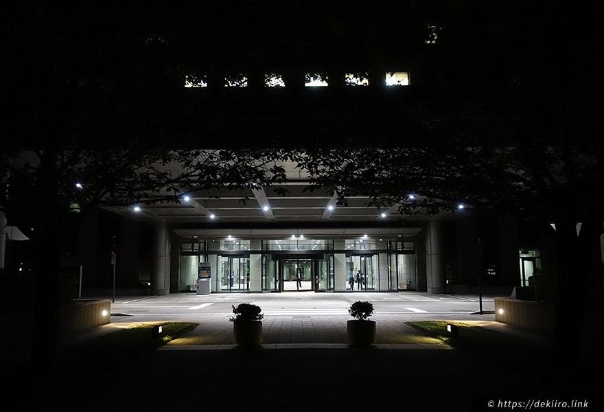 石川県庁のエントランス
