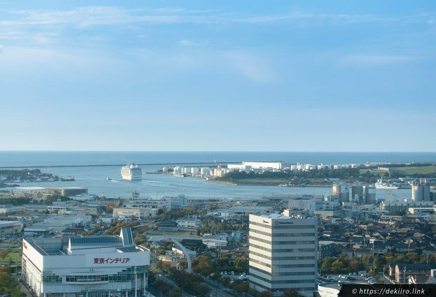 金沢港と豪華客船