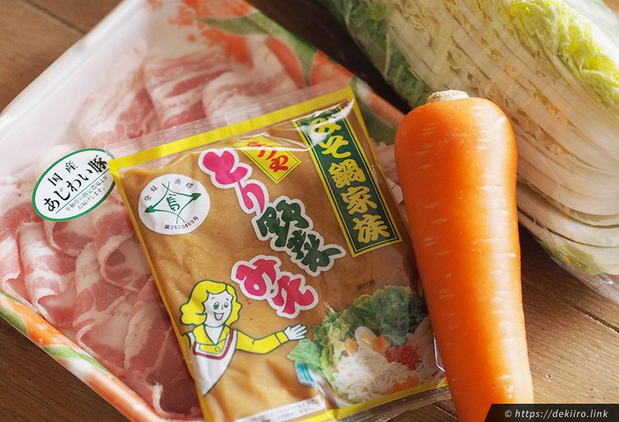 とり野菜の材料 (白菜・肉・人参など)
